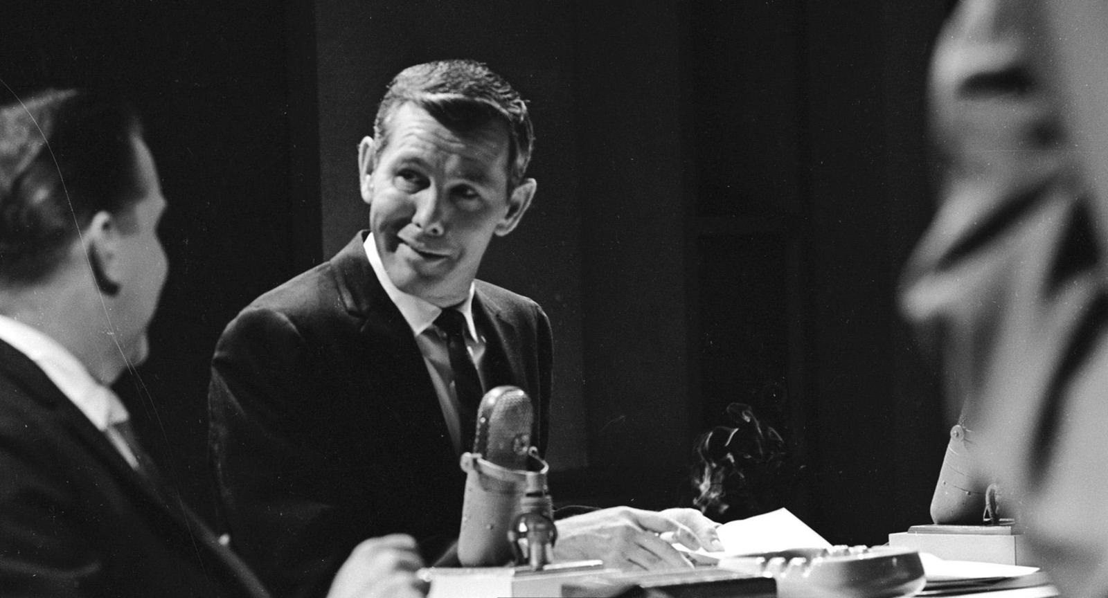 December 1964: Johnny Carson, star of NBC's 'Tonight' show, one of the channel's flagship, colour programmes. (Photo by Keystone Features/Getty Images)